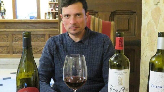 Ricardo Peñalba, sentado en el restaurante de la Finca Torremilanos, durante la entrevista que le realizamos